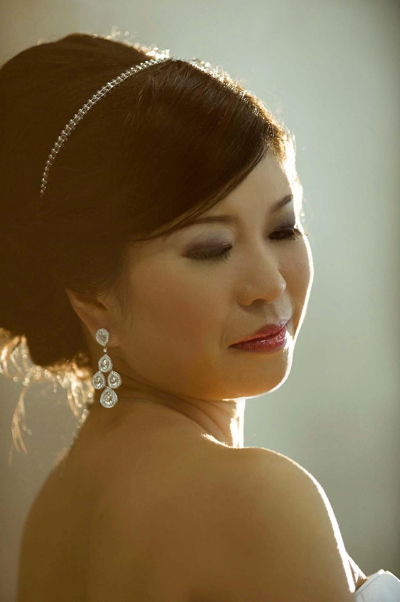 asian bride by a toronto wedding photographer
